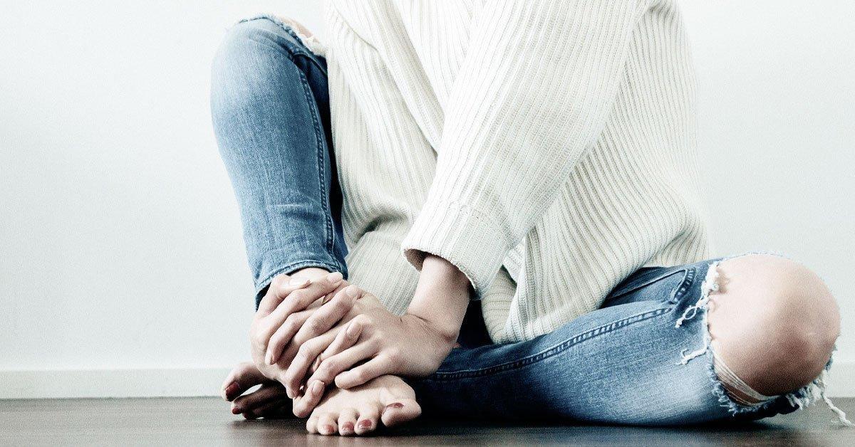 woman-in-blue-jeans