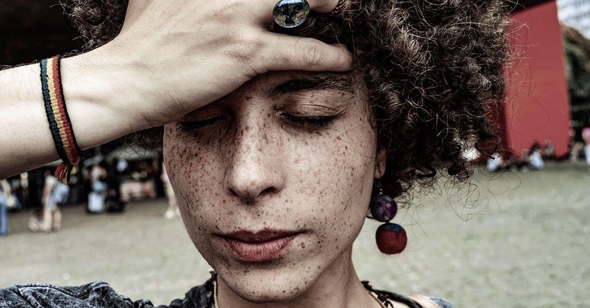 Girl-with-headache
